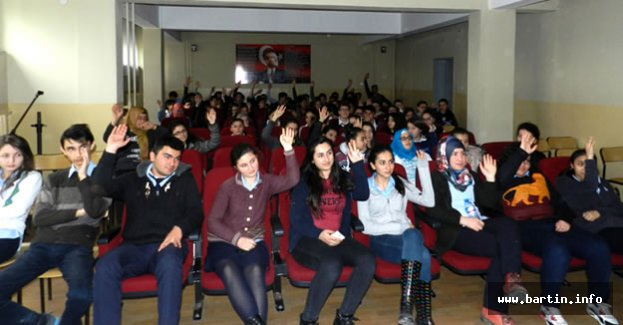 Öğrenciler Terör Örgütleri Konusunda Bilgilendirildi