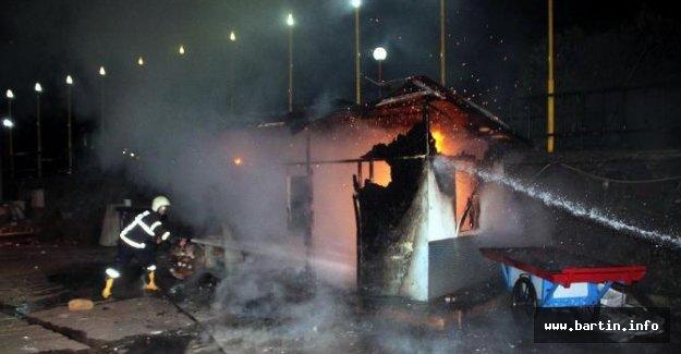 Balıkçı barınağında çıkan yangın korkuttu