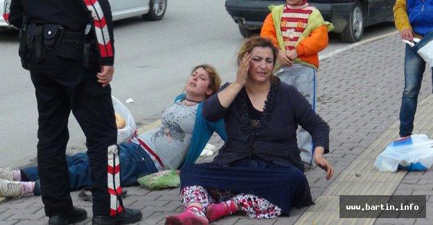 Husumetlisi olan 2 kadını tekme tokat dövdü