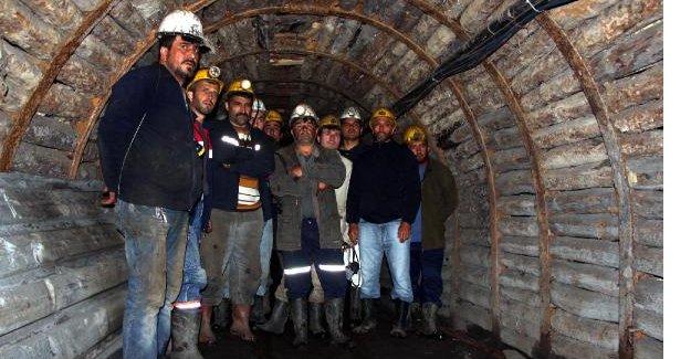 Eylem yapan maden işçileri işten çıkarıldı