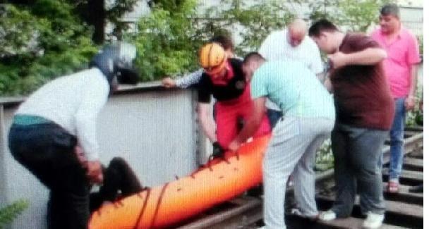 Tren raylarındaki alkollü kişiyi AFAD kurtardı
