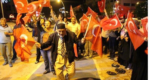 82 yaşında her gece Demokrasi nöbetinde