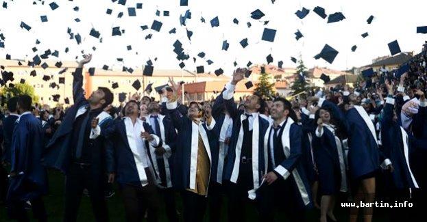Bartın Üniversitesi 8. Mezunlarını Veriyor