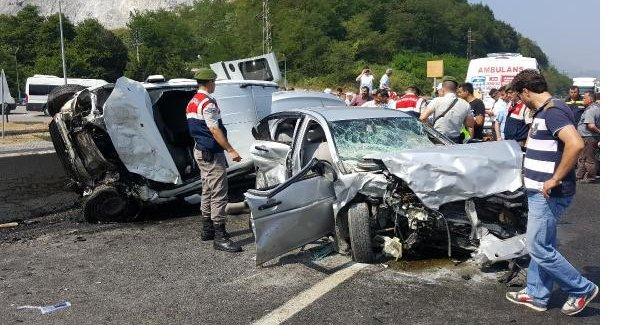 Doğuma giderken kaza yaptılar: 7 Yaralı