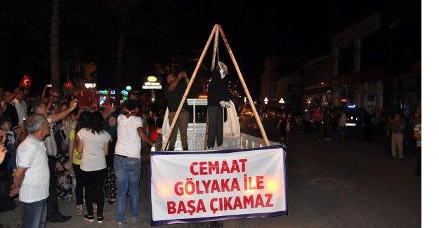 Fethullah Gülen'in maketi asılıp yakıldı