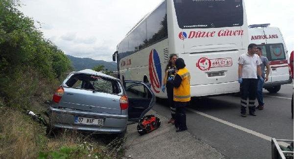 Ters yöne giren otomobil otobüsle çarpıştı: 1 ölü, 1 yaralı