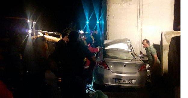 TIR'a arkadan çarptı: 1 Ölü, 1 Yaralı
