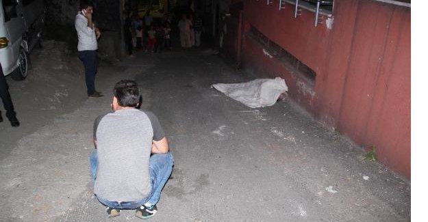 Yaşlı adam sokak ortasında ölü bulundu