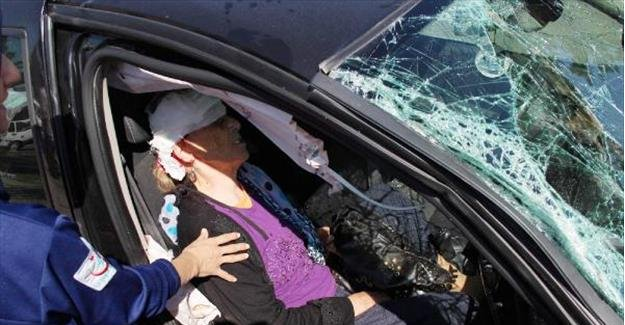 112 Acil ambulansı otomobile çarptı: 6 yaralı