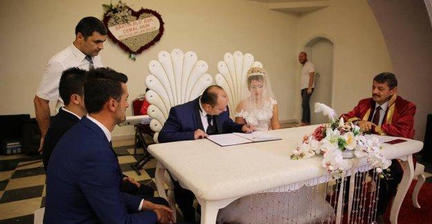 Başkan Ayda ve Serhat'ın Nikahını Kıydı