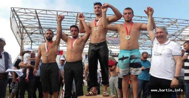 Belediye Sporcuları Başarıya Doymuyor