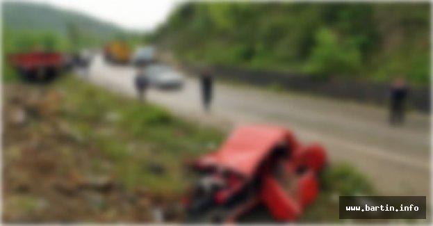 Duvara çarpan kamyonetin sürücüsü öldü