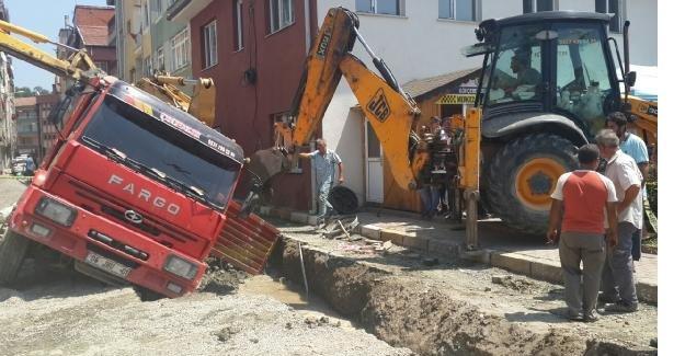 Kanalizasyon inşaatında göçük; 1 işçi öldü
