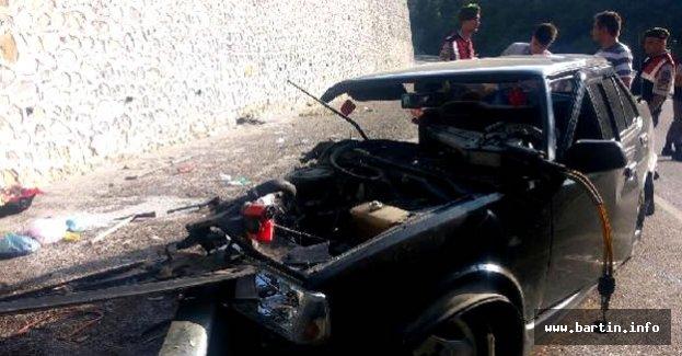Otomobil Duvara Çarptı: 2 yaralı