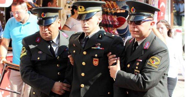 Teğmen törende konuşurken fenalaştı