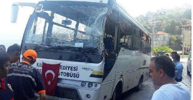 TIR ile Yolcu Midibüsü çarpıştı: 10 Yaralı