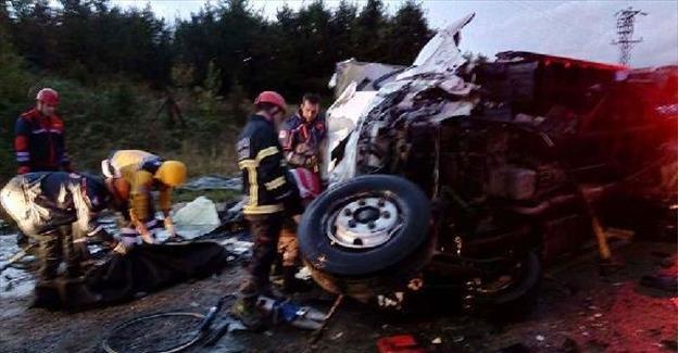 Akaryakıt tankeri kamyonetle çarpıştı: 1 ölü, 1 yaralı