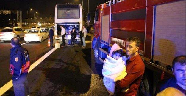 Bayram tatiline giderken otobüste yangın paniği yaşadılar