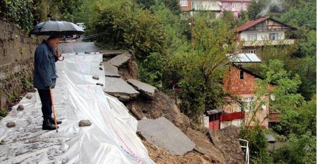 Heyelanda 1 ev yıkıldı, 6 ev boşaltıldı