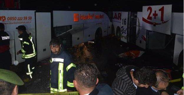 İki Otobüs Çarpıştı: 2 Ölü, 66 yaralı