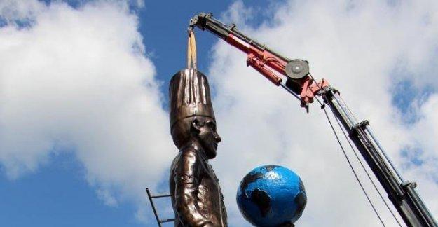 Mengen'e 15.5 metrelik aşcı heykeli