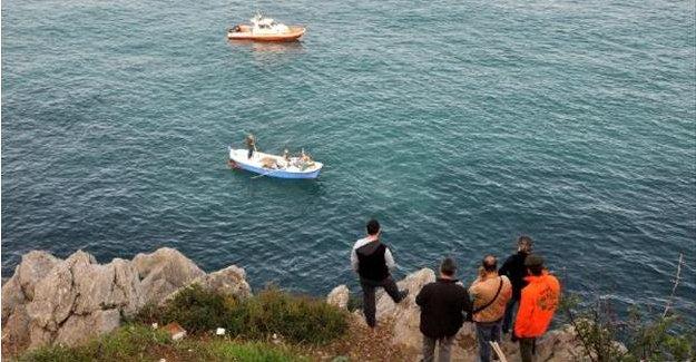 Denize düşen balıkçıyı arama çalışmaları devam ediyor