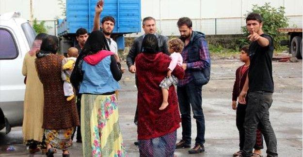 Dilenen Suriyeliler gönderildi