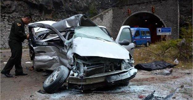 Feci Kaza: Sürücü Öldü, Eşi ve Çocuğu Yaralandı