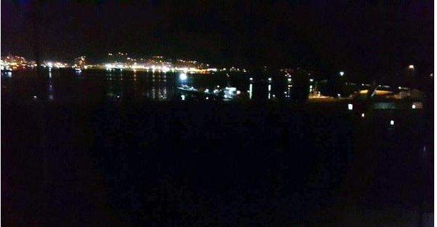 Fırtınada yan yatan gemiye helikopterli müdahale