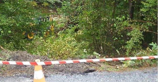 İş makinesi şarampole yuvarlandı: 1 ölü, 2 yaralı