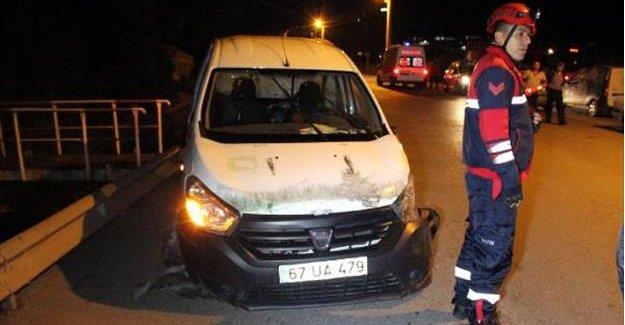 Kamyonet ve hafif ticari araç çarpıştı: 1 yaralı