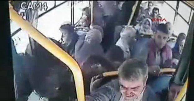 Kaza yapan halk otobüsündeki panik güvenlik kamerasında