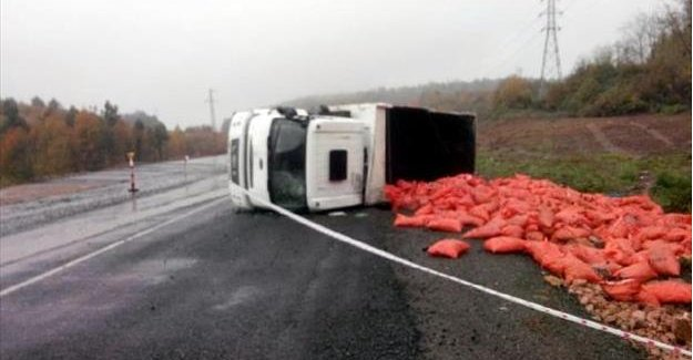 Kömür yüklü kamyon devrildi: 5 yaralı