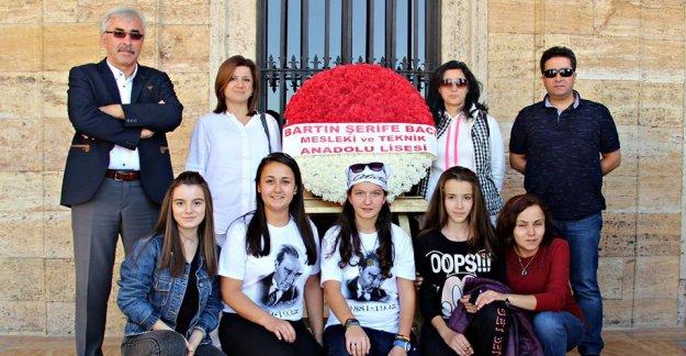 Öğrencilerden Anıtkabir'i ziyaret