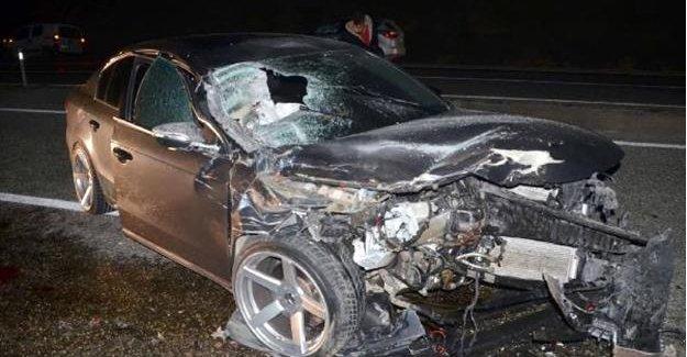 Otomobil traktöre çarptı: 1 ölü, 2 yaralı