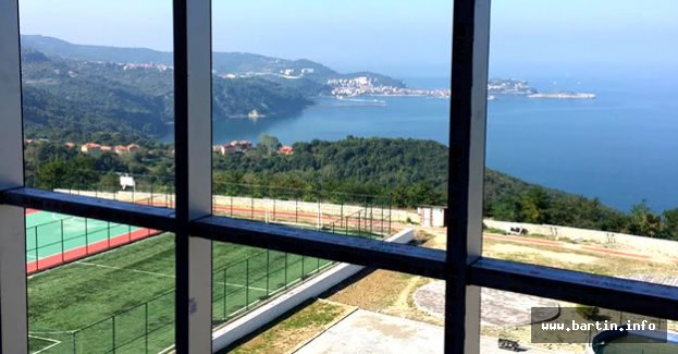 Türkiye'nin Manzarası En Güzel Okulu