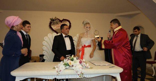 Türkmen ve Gür Ailelerinin mutluluklarını paylaştı