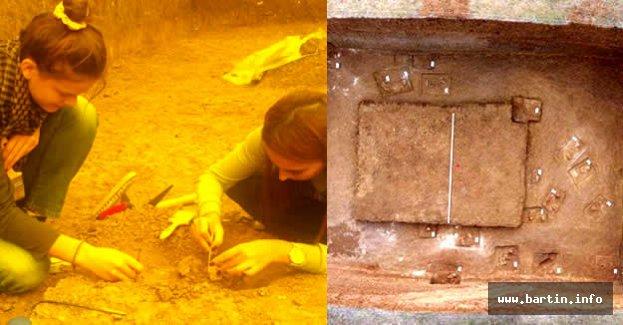 24 kişilik 3500 yıllık anıt mezar bulundu