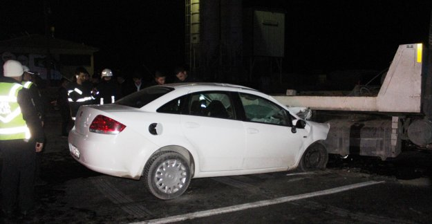 Çekiciye çarpan otomobilin sürücüsü öldü