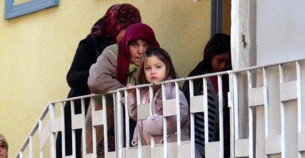 Çocukların yaktığı ateş kerpiç evi yaktı