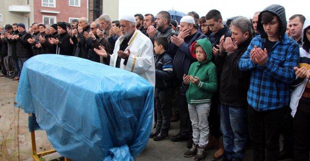 Göçük kurbanı madencinin kalp krizinden ölen babası toprağa verildi