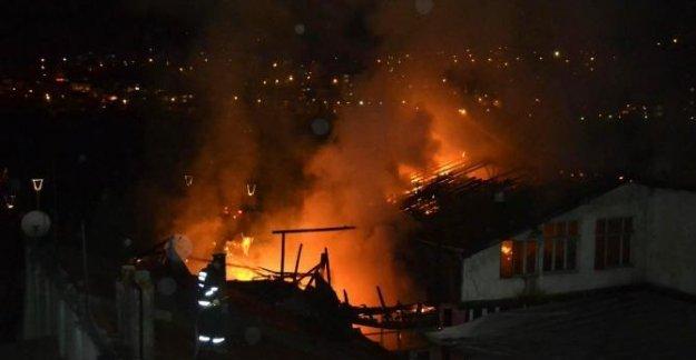 İki bina yandı