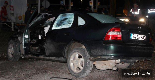 Kamyona çarpan otomobilin sürücüsü yaralandı