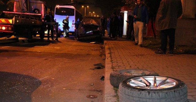 Lastik değiştirirken halk otobüsü çarptı