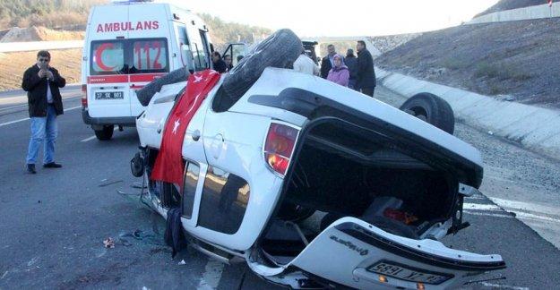 Otomobil devrildi: 1'i ağır 5 yaralı