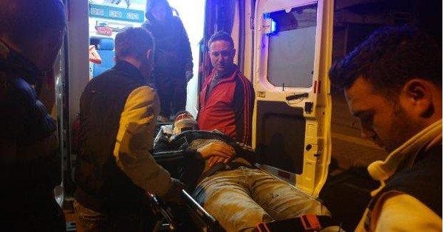 Park halindeki 2 araca çarpan alkollü sürücü yaralandı