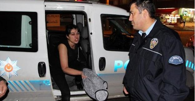 Polisten, kavga eden çifte müdahale eden kadına tepki
