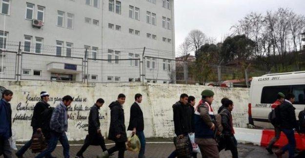 17 kaçak göçmen yakalandı