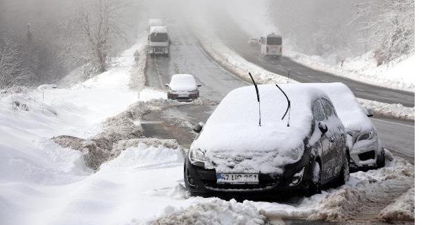 88 köy yolu ulaşıma kapandı