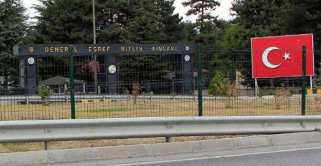 Asker, nöbet kulübesinde silahla vurulmuş bulundu